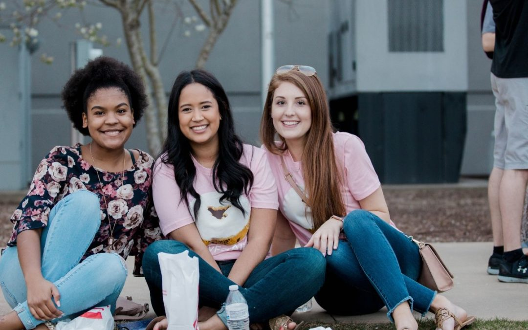 2 Reasons to Broaden Your Friend Group in College